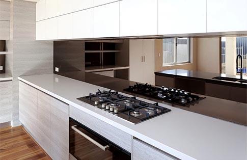 Grijze spiegel keuken achterwand